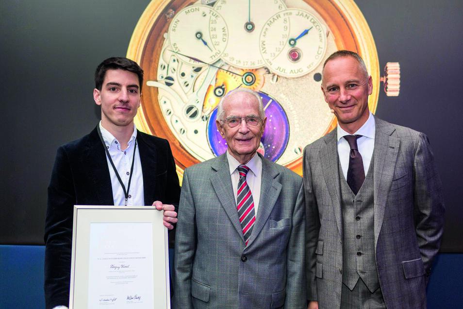 Walter Lange hatte sich zeitlebens für die Nachwuchsförderung eingesetzt. Hier mit Nachwuchstalent Tanguy Huret und Geschäftsführer Wilhelm Schmid.
