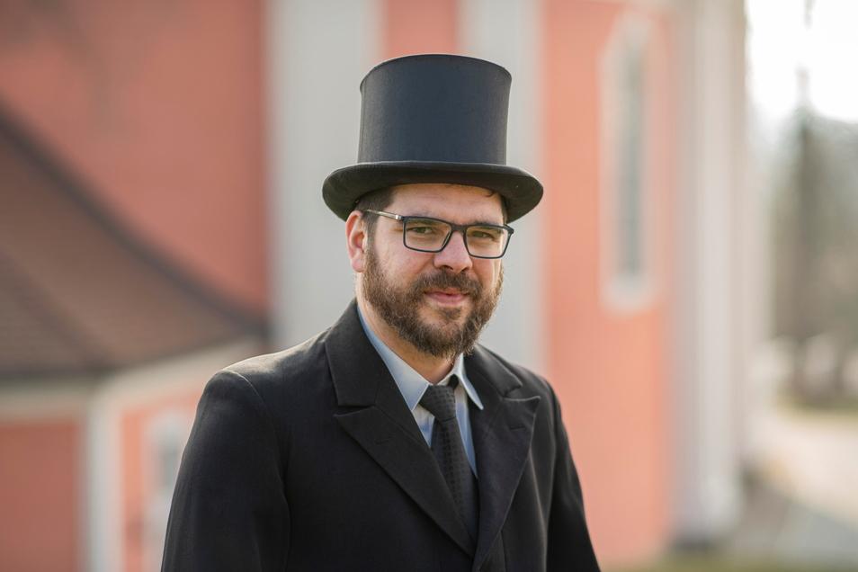 Alles bereit fürs Osterreiten: Raphael Krahl aus Kamenz freut sich auf die Prozession in diesem Jahr.