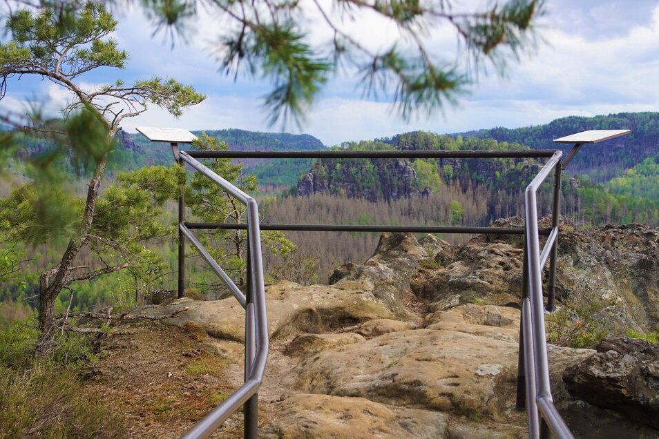 Diesen Panoramablick kann man vom Großstein bei Ottendorf genießen.