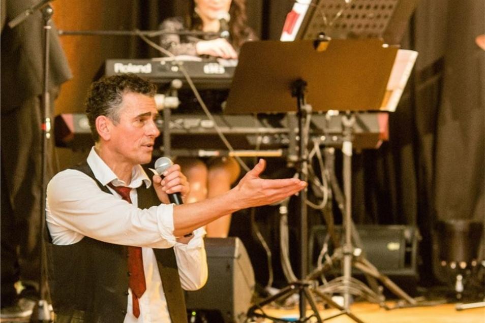Der Überraschungsgast des Abends in Radeberg: der Dresdner Schauspieler Ahmad Mesgarha vom Staatsschauspiel.