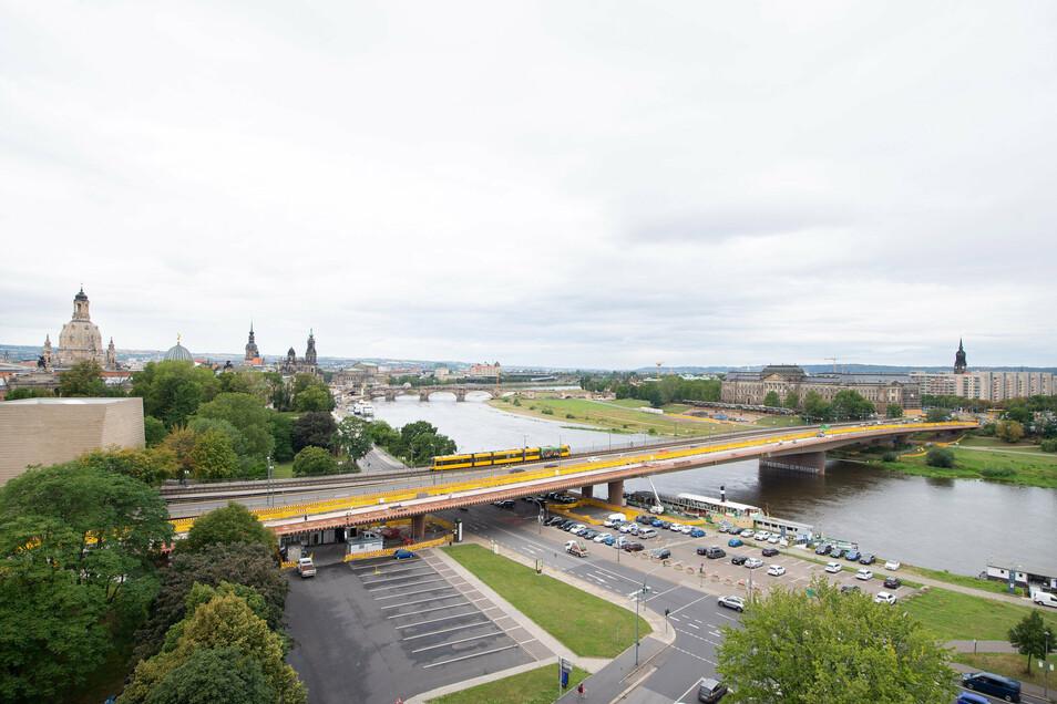 Die Carolabrücke wird schrittweise saniert. Zuerst ist derzeit der elbaufwärts liegende Brückenzug an der Reihe.
