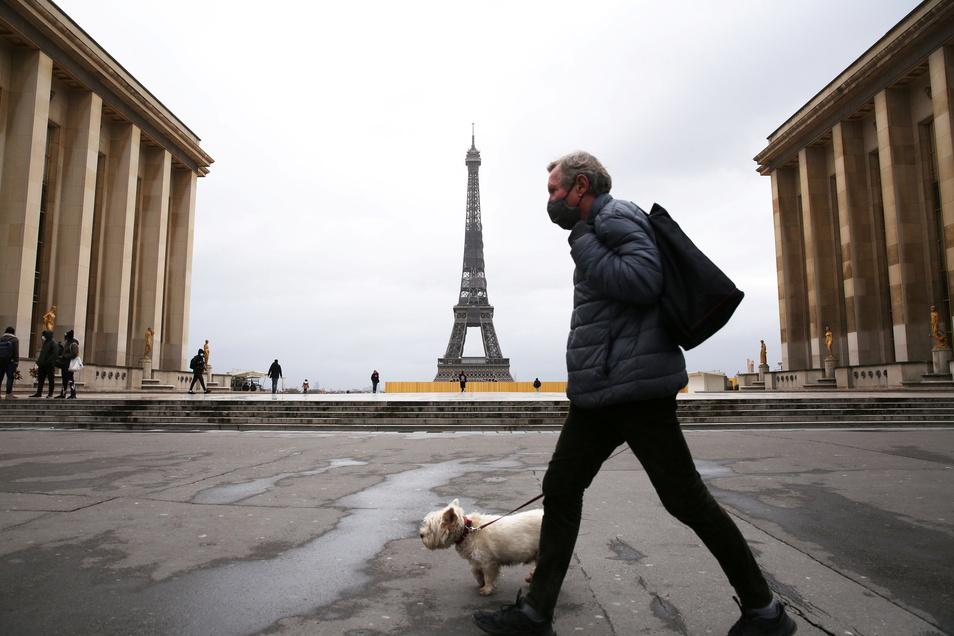 In ganz Frankreich gelten derzeit verschärfte Corona-Maßnahmen. Ein Großteil der Geschäfte ist geschlossen, die Bewegungsfreiheit der Menschen im Land ist eingeschränkt.