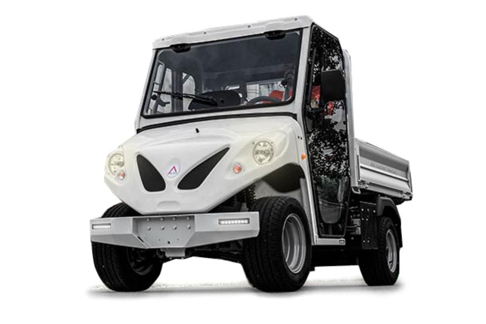 Alkè: Die Modelle der ATX-Serie bewältigen bis zu 1,63 Tonnen Nutzlast und maximal 4,5 Tonnen Anhängelast. Als Reichweite gibt der norditalienische Hersteller 150 Kilometer an. Fahrerkabinen gibt es für zwei oder vier Personen, die Zahl der Ausstattungsvarianten ist dreistellig. Alkè ist seit 25 Jahren auf dem Markt vertreten.