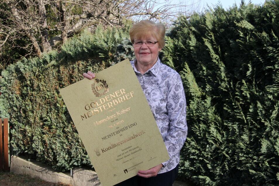 Konditormeisterin Hannelore Kaiser hat den Goldenen Meisterbrief erhalten.