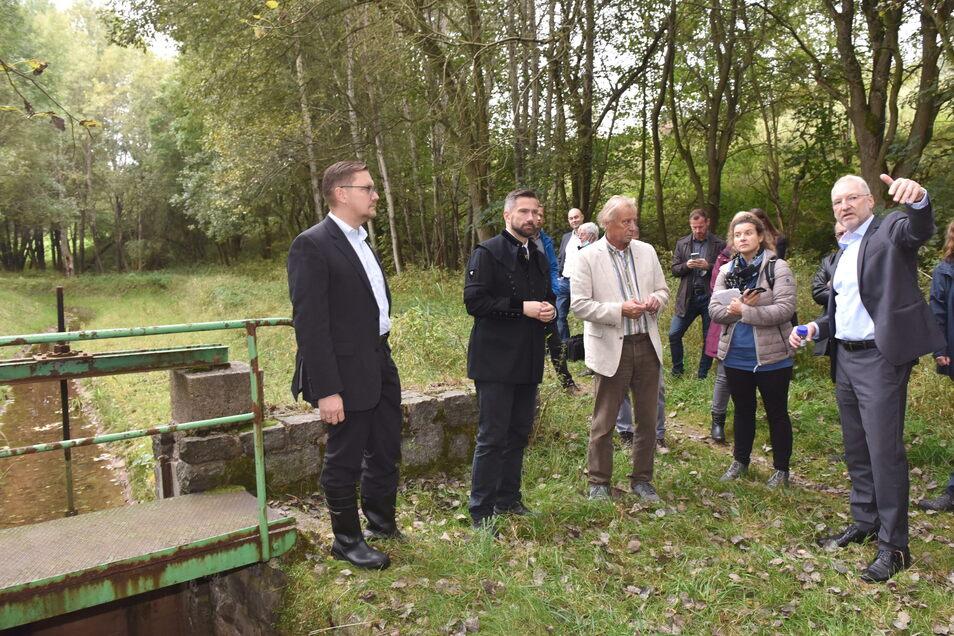 Der neue Geschäftsführer des Welterbevereins, Steve Ittershagen (li) war hier am Aschergraben dabei und diskutierte, wie sich der neue Bergbau mit dem Welterbeprojekt vereinbaren lässt..