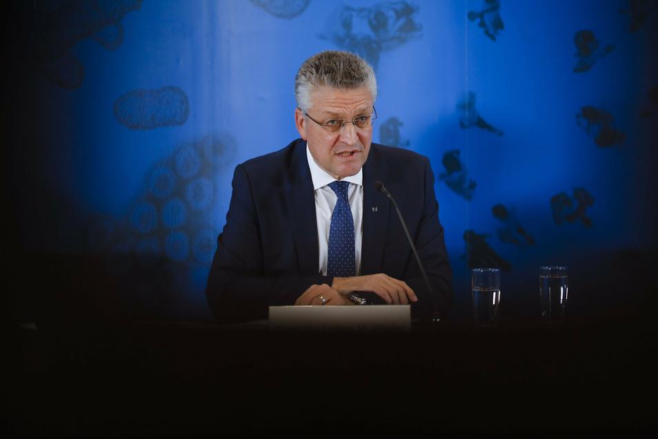 Lothar Wieler, Chef des Robert Koch-Instituts (RKI), spricht am Donnerstag bei einer Pressekonferenz. Die Corona-Lage in Deutschland ist nach Einschätzung des RKI weiter sehr ernst.