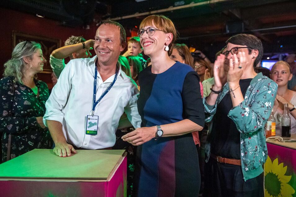 Jubel nach der Landtagswahl: Neben Wolfram Günther ist inzwischen auch Spitzenkandidatin Katja Meier (3. v. l.) Ministerin – im Justizministerium.
