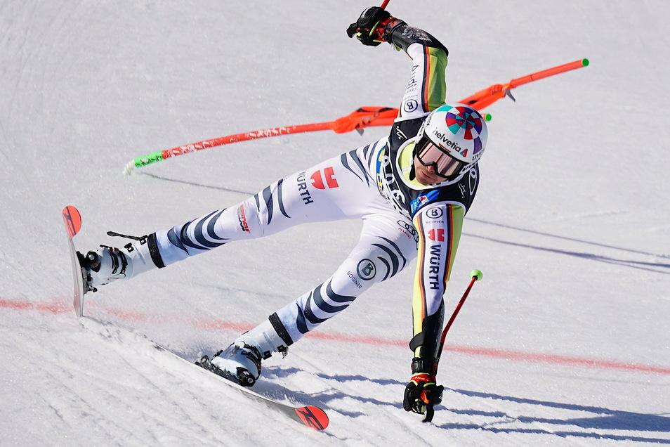Stefan Luitz hält sich artistisch auf seinen Ski und im Rennen.