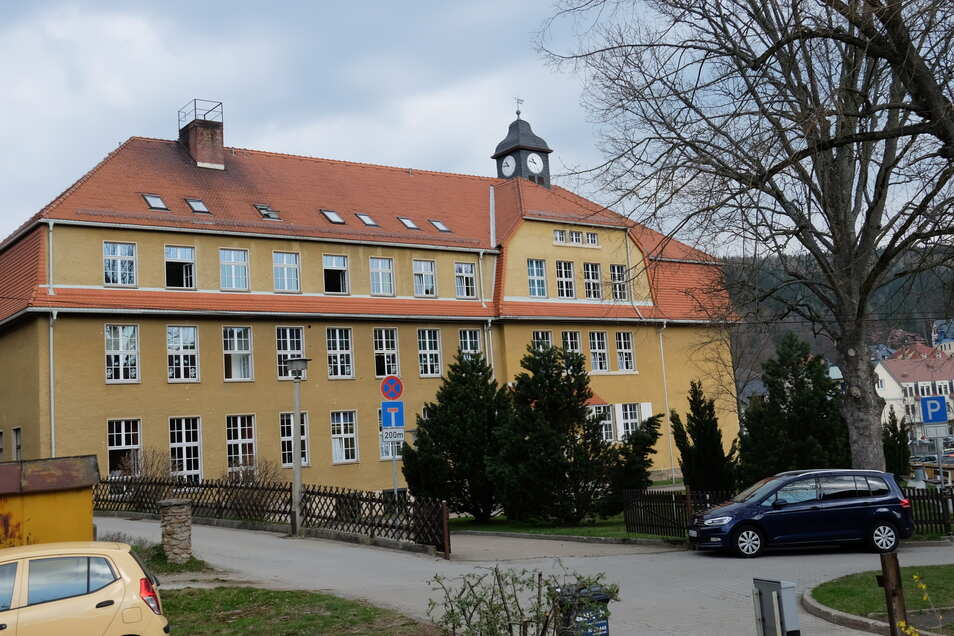 Auch der Altbau der Oberschule in Schmiedeberg muss saniert werden, braucht beispielsweise neue Fenster.