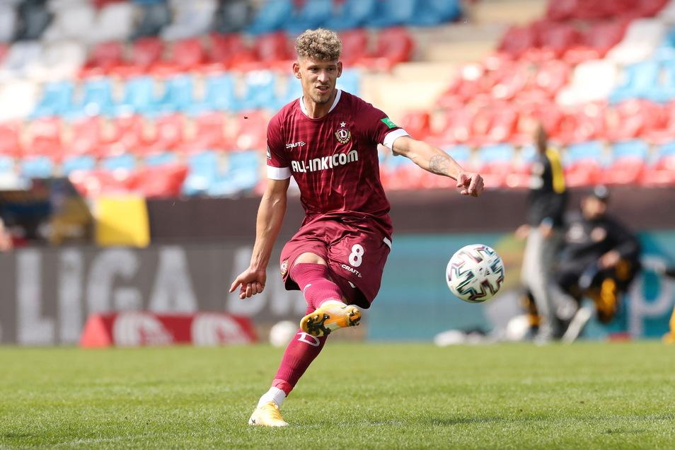 Der Schuss ins Glück: Heinz Mörschel trifft per Freistoß zum 2:0.