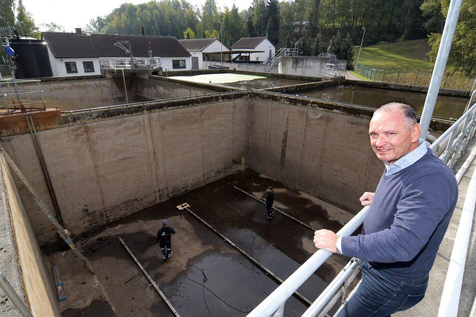 Frank Lessig, Geschäftsführer des Abwasserzweckverbandes Obere Freiberger Mulde, erklärt, warum die Umstellungen nötig sind.