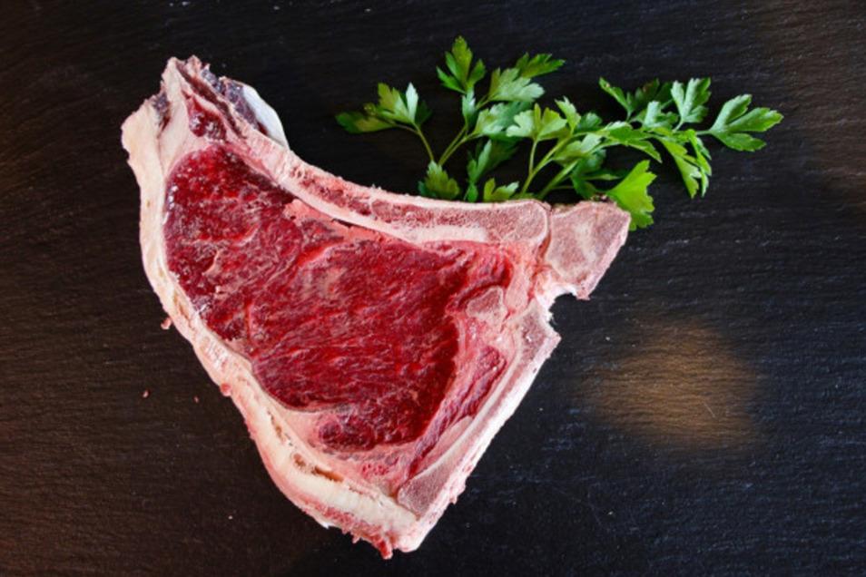 Fleisch und Steaks z.B. Rumpsteak Dry-Age, Rib-Eye-Steak Dry-Age oder Club-Steak Dry-Age