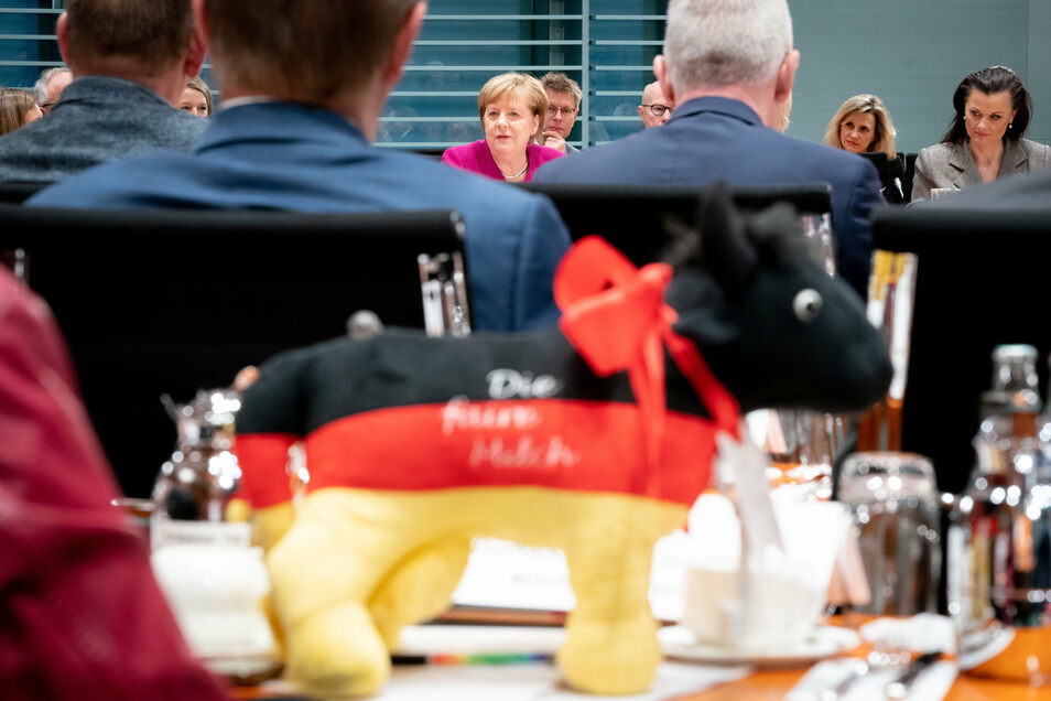 """Bundeskanzlerin Angela Merkel (CDU) eröffnet den """"Agrargipfel"""" im Bundeskanzleramt."""