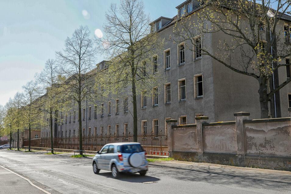 Vor dem Abriss im Frühjahr, aus Richtung Kantstraße.