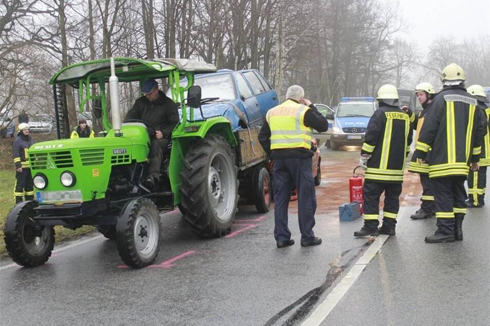 Der Traktorfahrer erlitt bei dem Unfall einen Schock.