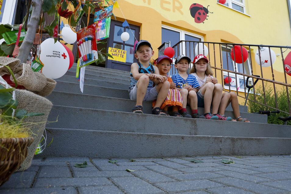 """Festlich geschmückt war die Kita """"Sonnenkäfer"""" am Sonnabend. Dabei halfen auch die Mädchen und Jungen."""