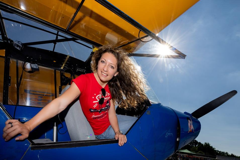 Schon als Kind wollte Vicky Pietsch Pilotin werden. Dafür war sie vier Zentimeter zu klein. Vor fünf Jahren hat sie sich ihren Traum erfüllt und den Privatpilotenschein gemacht. Vor drei Jahren kaufte sie ihre Piper und gab ihr den Namen Betty.