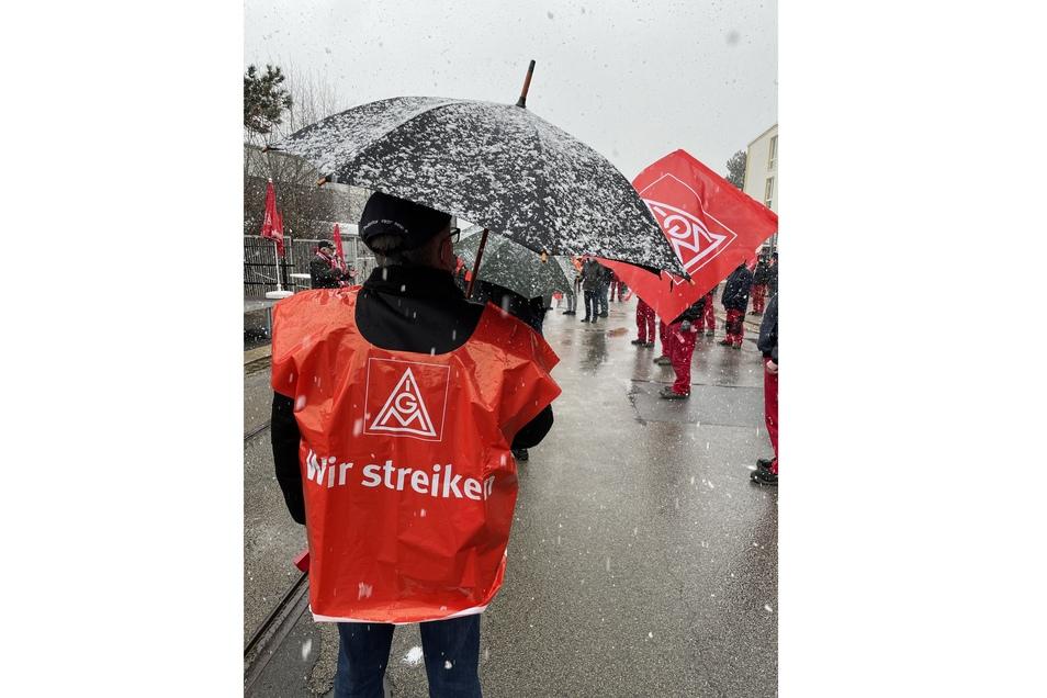 Trotz Schnee und Kälte versammelten sich die Gewerkschaftler.