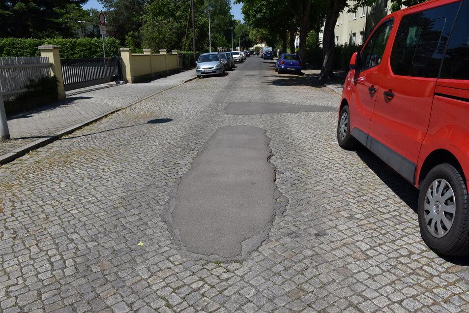 Rathausstraße: Schon zig-mal geflickt und sobald keine Chance auf eine ordentliche Reparatur.