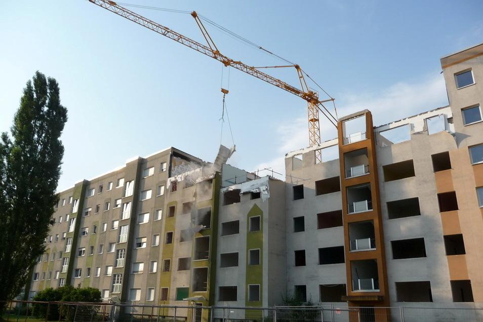 An der Breiten Straße wurde die 250 Meter lange Wohnzeile durch Rückbau aufgelockert.