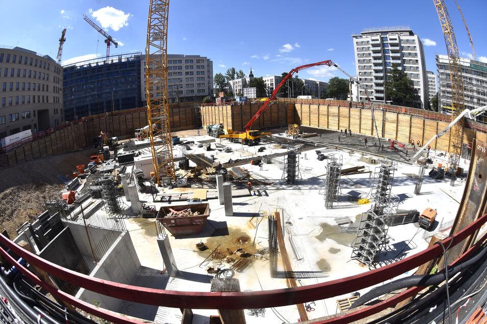 So sah die Baugrube noch im Juni vergangenen Jahres aus. Damals wurde die Bodenplatte gebaut.