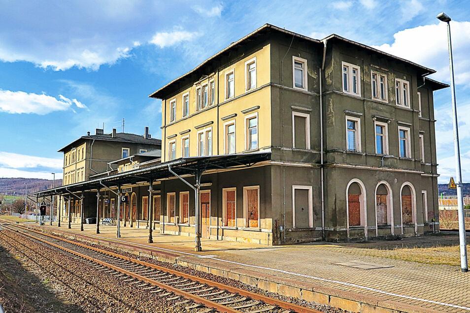 Ehem. Bahnhof mit zwei Kopfbauten und einem Zwischenbau in Wilthen / Mindestgebot 19.000 Euro