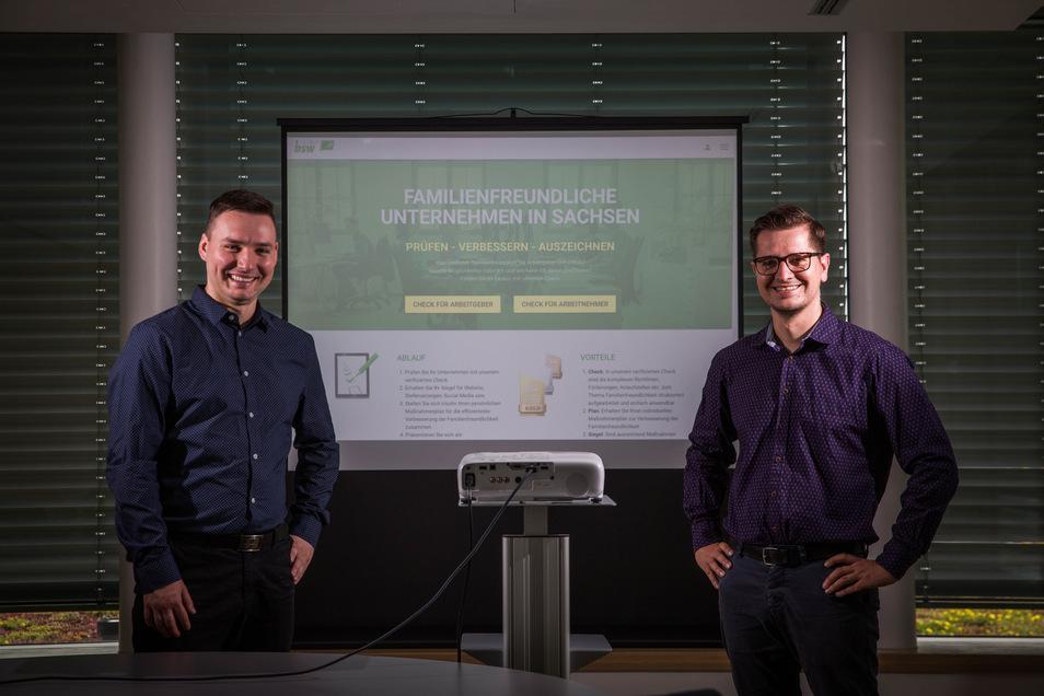 Julius Kunath (links) und Norman Richter Bildungswerk der Sächsischen Wirtschaft in Dresden sind an der Entwicklung des Web-Checks für familienfreundlichere Unternehmen beteiligt.