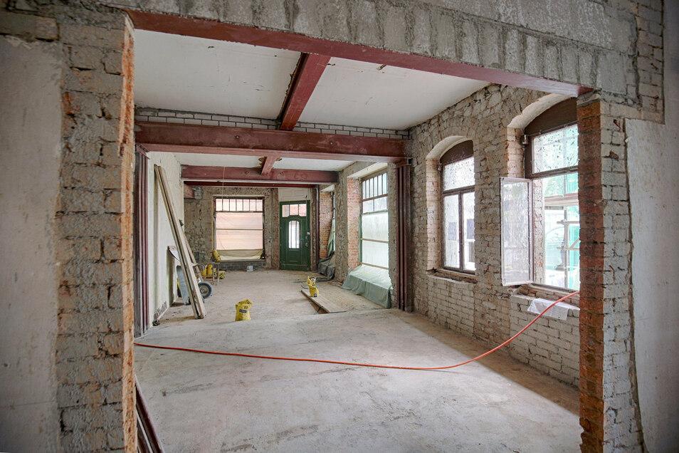 Nackte Mauern: So sah es noch im Juni im Erdgeschoss von Kaffee Starke aus. Drei Monate später...