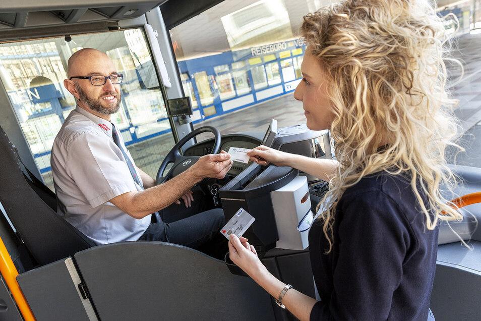 Im Regiobus ist mittlerweile auch Kartenzahlung möglich. Das Unternehmen wird weiterhin für den ÖPNV im Landkreis zuständig sein.