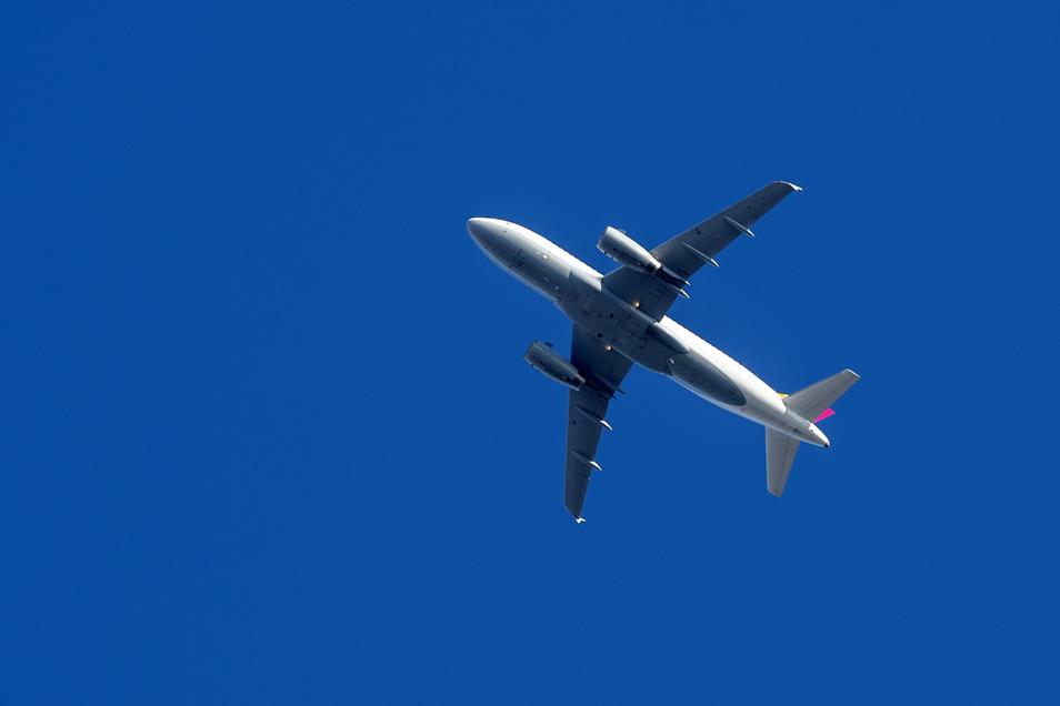 Eine Passagiermaschine der Eurowings über Dresden: Die Airlines wollen Corona schnell hinter sich lassen.