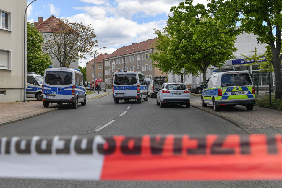 Polizei sichert den Tatort in Forst ab.