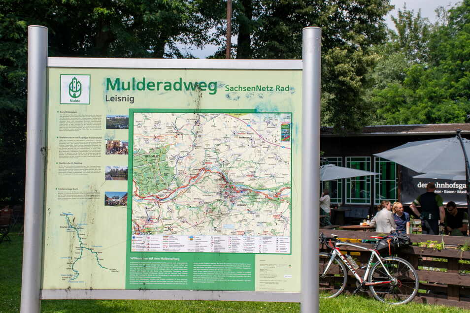 Der Mulderadweg besteht aus drei Teilrouten an der Zwickerauer, Freiberger und der Vereinigten Mulde. Er endet in Dessau-Roßlau. Dort fließt die Mulde in die Elbe und es gibt Anschluss an den Elberadweg.
