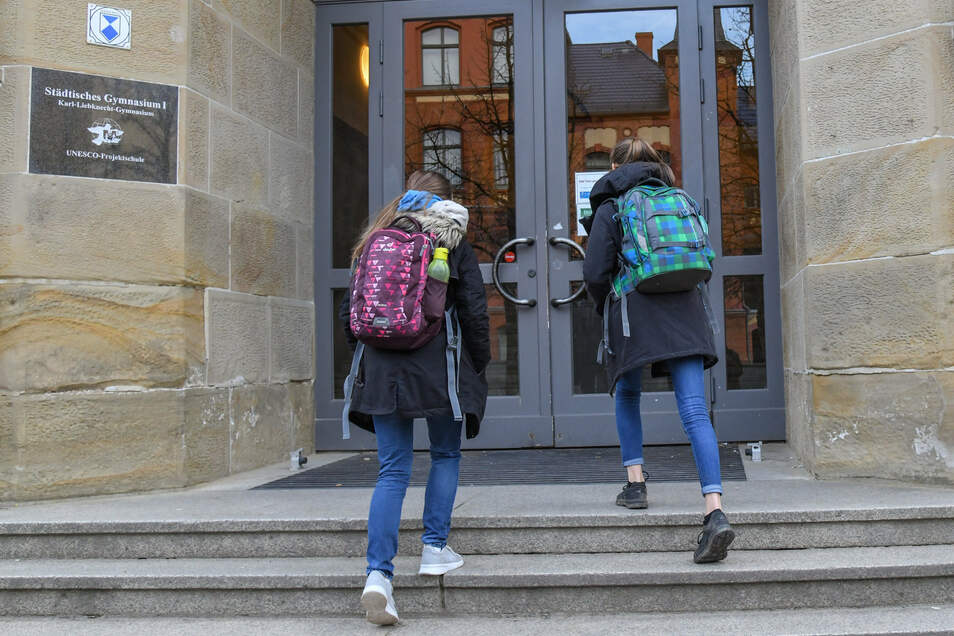 Wann können die Kinder in Deutschland wieder zur Schule gehen? Darüber beraten die Länderchefs diese Woche. Wissenschaftler geben dazu Empfehlungen ab.