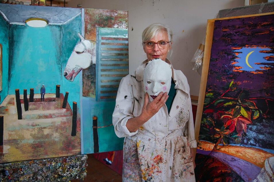 Christine Schlegel in ihrem Atelier