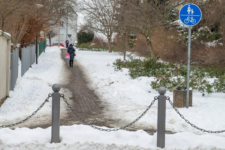 Das Gebsergäßchen in Riesa wird von vielen Fußgängern und Radfahrern als kürzeste Verbindung von der Engels- zur Hohen Straße genutzt. Eine Option auch für das Areal zwischen Schiller- und Pausitzer Straße?