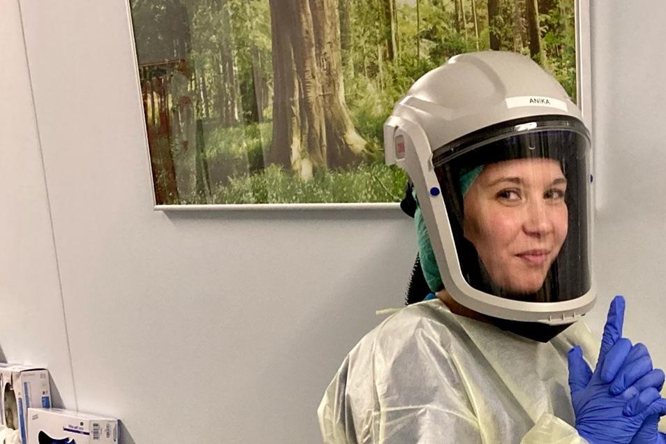 Krankenpflegerin Anika Fried versucht, den Mut nicht zu verlieren. Halt geben sich die Kollegen auf der Corona-Überwachungsstation des Dresdner Uniklinikums gegenseitig.