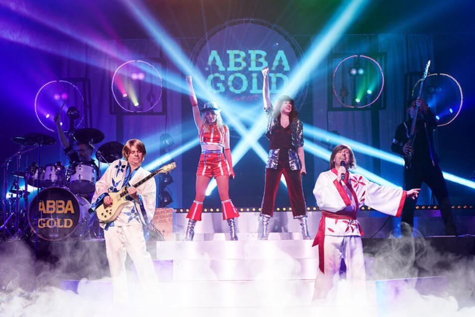 Eine Abba-Show ist am Sonntag in Hoyerswerda zu erleben.