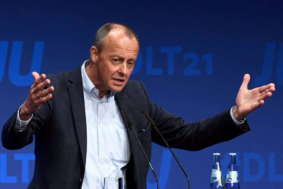 Der CDU-Politiker Friedrich Merz hat SPD, Grünen und FDP Anerkennung für ihr Sondierungspapier ausgesprochen.