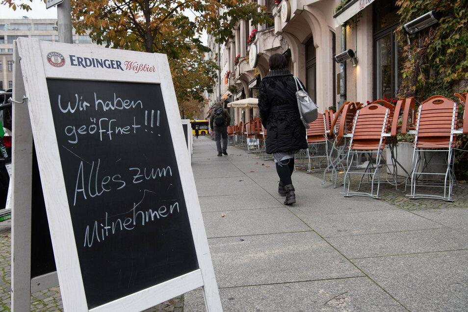 Vorerst bis Ende November dürfen Restaurants deutschlandweit nur einen Liefer- und Abholservice anbieten.