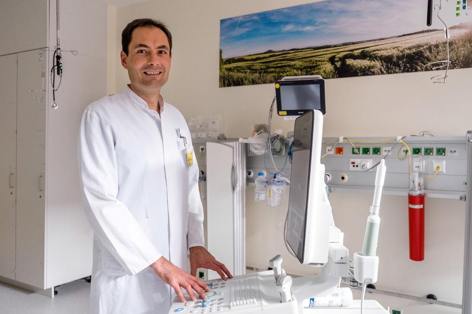 Seit Januar 2017 Chefarzt der Urologischen Klinik am Städtischen Klinikum Görlitz: PD Dr. habil. Vladimir Novotny - hier am neuen Biopsie-Gerät.