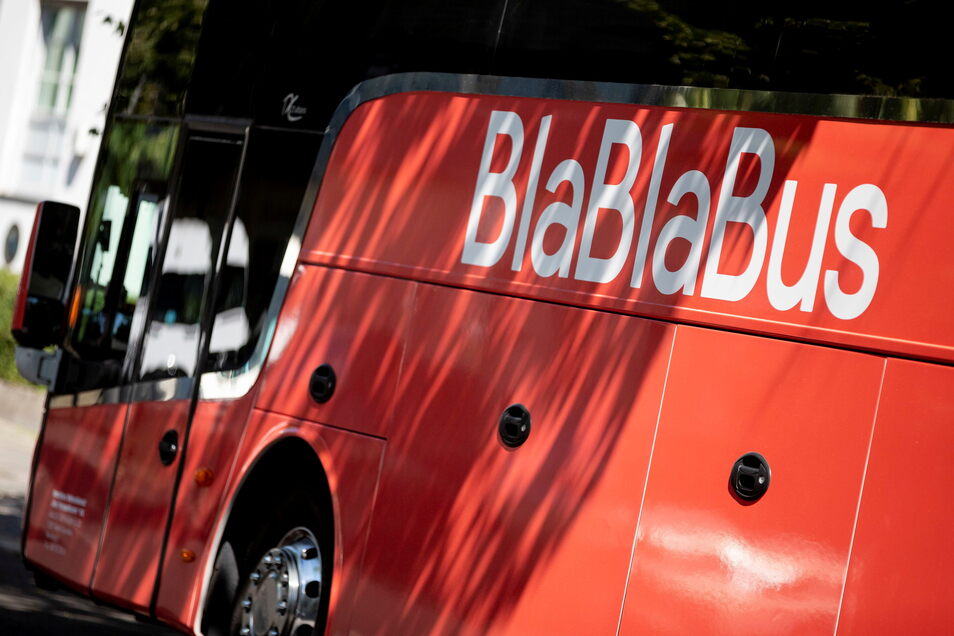 Unter einem einheitlichen Markennamen will das bisher als Blablabus operierende Fernbus-Reiseunternehmen ab dem 10. Juni wieder Fahrten anbieten. Der Markenname werde von Blablabus in Blablacar geändert und damit der Hauptmarke angepasst.