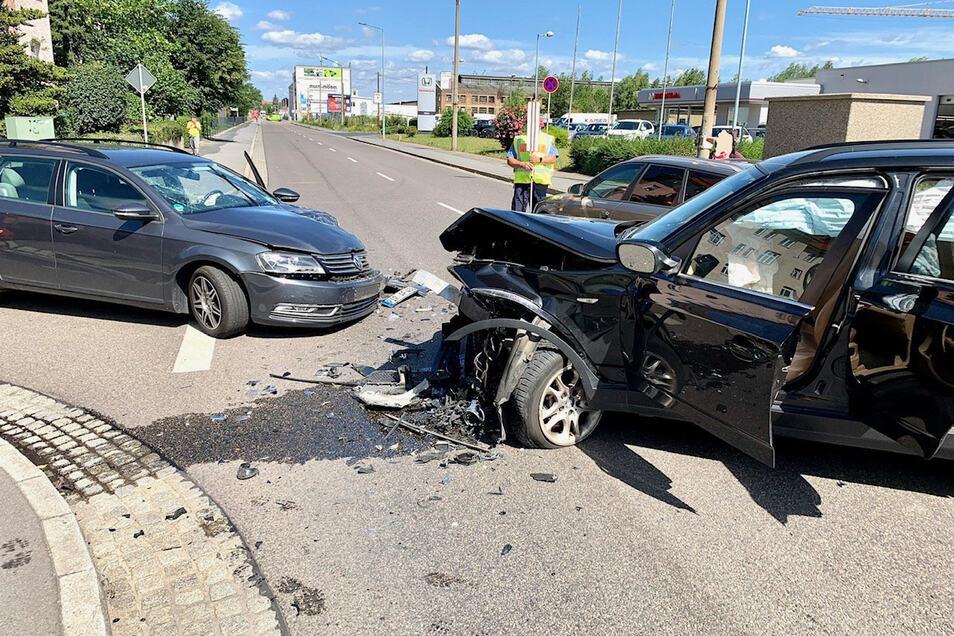 Bei dem Zusammenstoß mehrerer Fahrzeuge in Heidenau wurden zwei Personen verletzt.