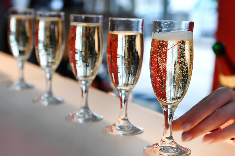 Beschränkungen bei privaten Feiern und beim Alkoholausschank sollen die Zahl der Infizierten reduzieren.