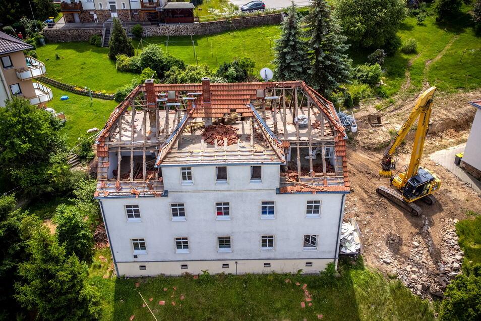 Das Haus Am Hange 6 ist vor über 90 Jahren vom Gemeinnützigen Bauverein Döbeln gebaut worden. Es gehört zu den ersten Häusern am Geyersberg. Jetzt lässt die GWG das Haus, das in den 1990er-Jahren teilsaniert wurde, abreißen. Eine Modernisierung wä