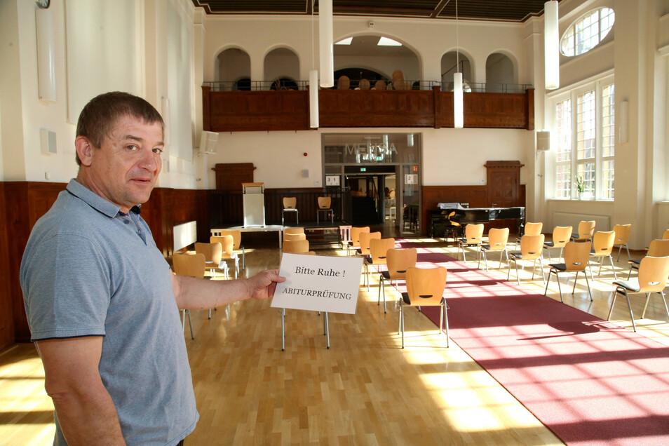 Andreas Müller ist der stellvertretende Schulleiter des Görlitzer Joliot-Curie-Gymnasiums und organisiert die Abiprüfungen - unter besonderen Bedingungen.