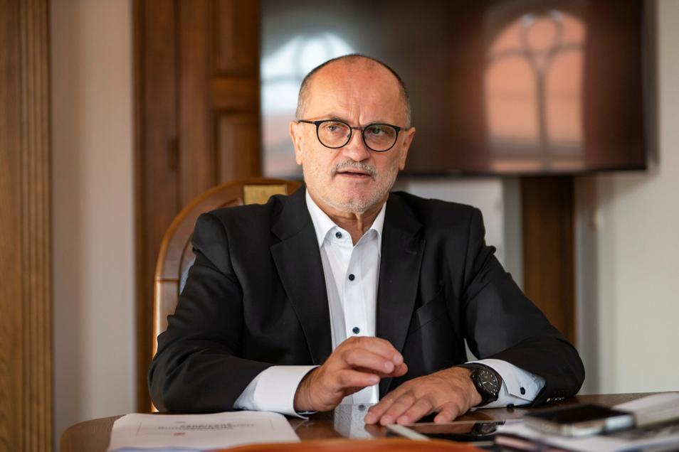 Der Kamenzer Oberbürgermeister Roland Dantz spricht sich für eine Landenöffnung aus, knüpft aber auch Bedingungen daran.