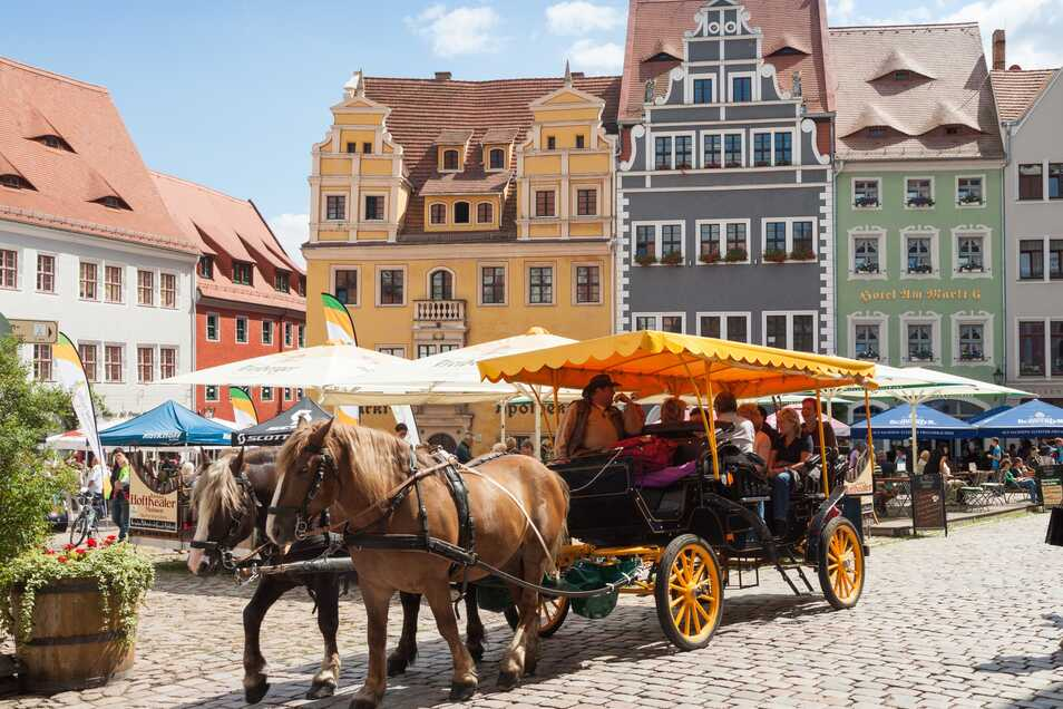 Kutschfahrten durch die historische Altstadt sind ein Spaß für Groß und Klein. Aber auch zu Fuß lässt sich die Stadt ausführlich erkunden.