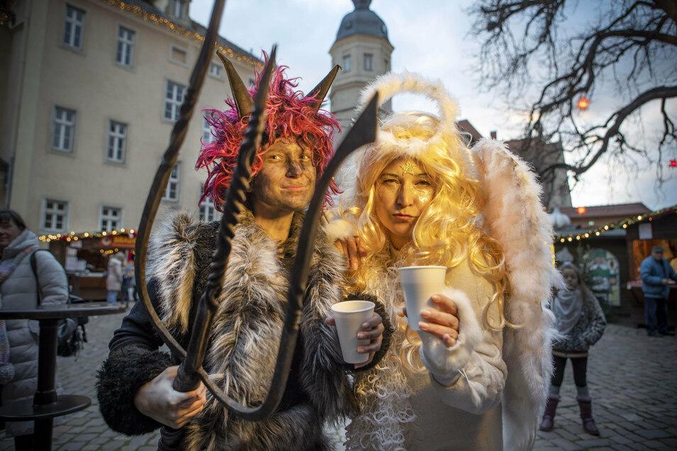 Bei der Klosterweihnacht in Riesa sind traditionell tschechische Darsteller als Engel und Teufel dabei. Dieses Jahr wird der Weihnachtsmarkt wohl in die Sachsenarena ausweichen.