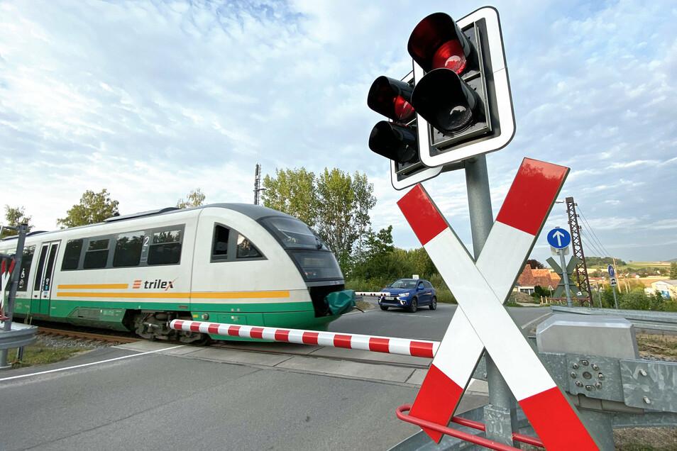 In einem Trilex-Zug zwischen Radeberg und Dresden ist es zum Streit über die Maskenpflicht gekommen. Ein Mann mit Schwerbehindertenausweis wurde aufgefordert auszusteigen, doch er weigerte sich.