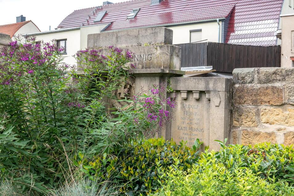 Das Erbbegräbnis der Hennigs entstand 1917, nachdem ein Familienmitglied im Ersten Weltkrieg gefallen war.